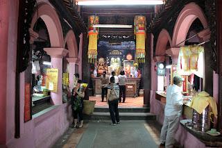 Interior de la Pagoda Ngoc Hoang