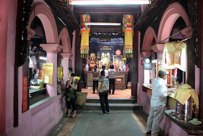 Ngoc Hoang Pagode Interior