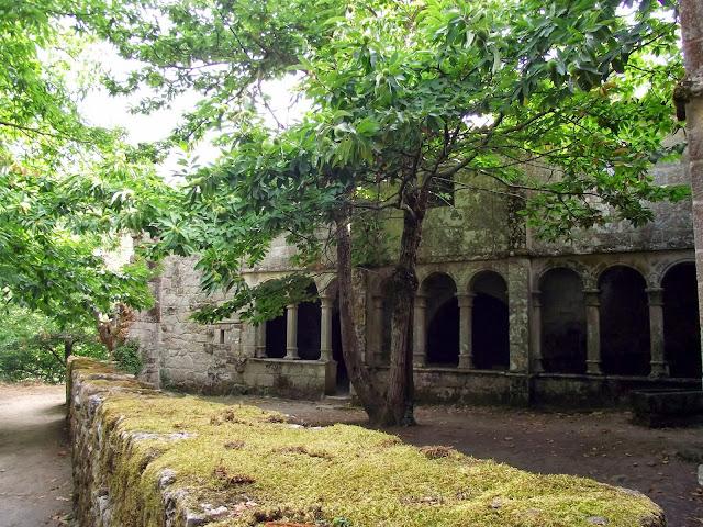 Claustro Monasterio Santa Cristina de Sil