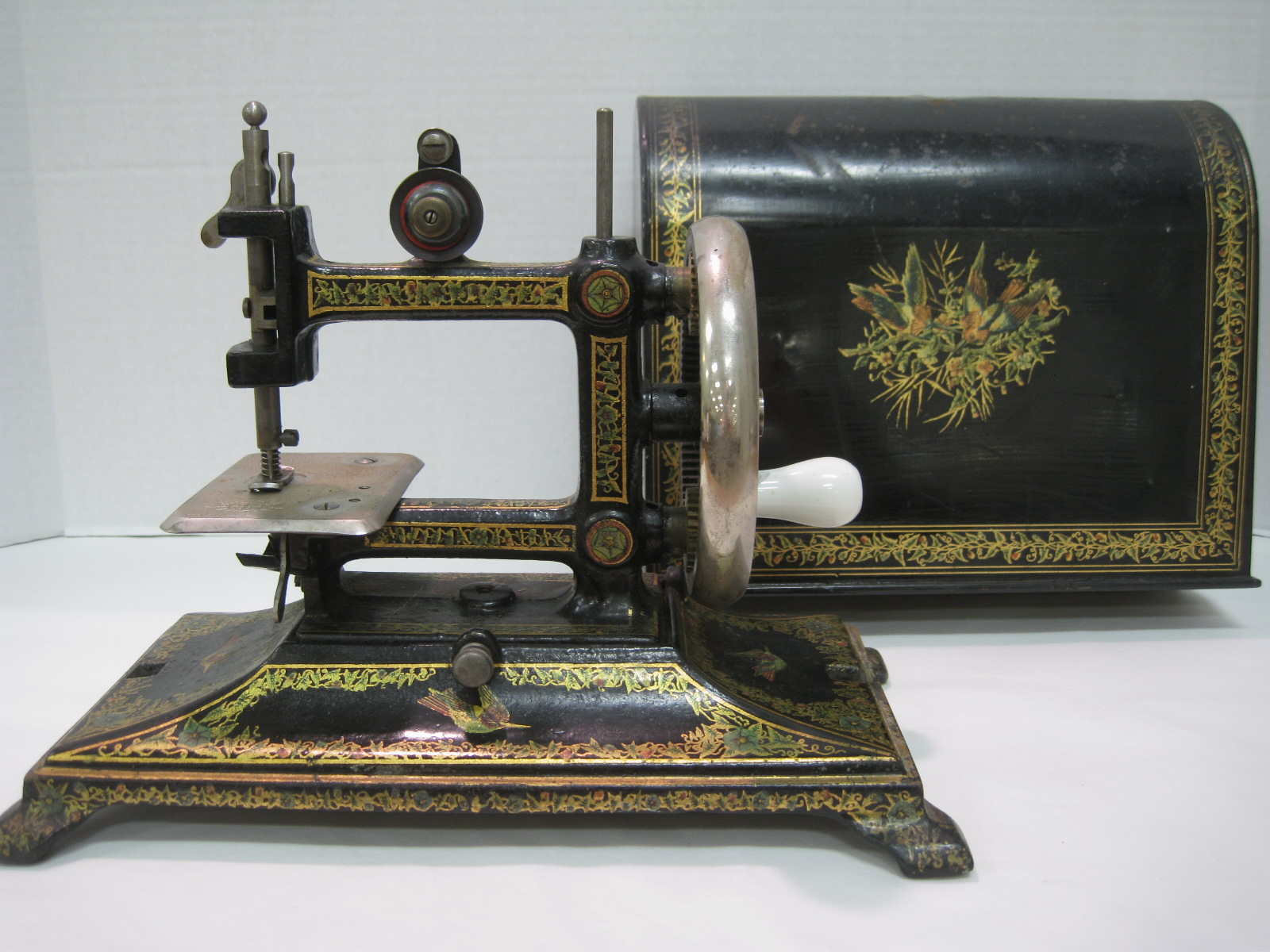 Antique sewing machines this is an antique sewing machine sciox Choice Image