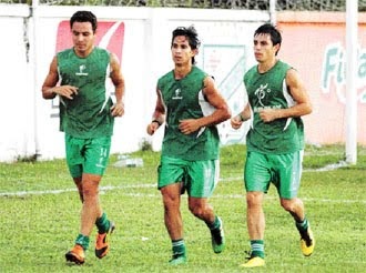 Oriente Petrolero - Gualberto Mojica, Marvin Bejarano, Marcelo Aguirre - Club Oriente Petrolero
