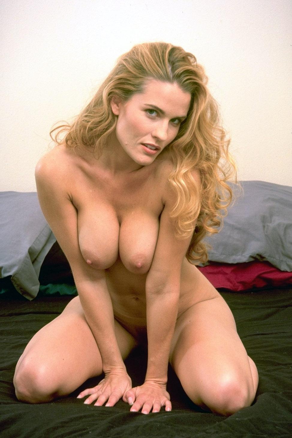 mature cougar escort hottie