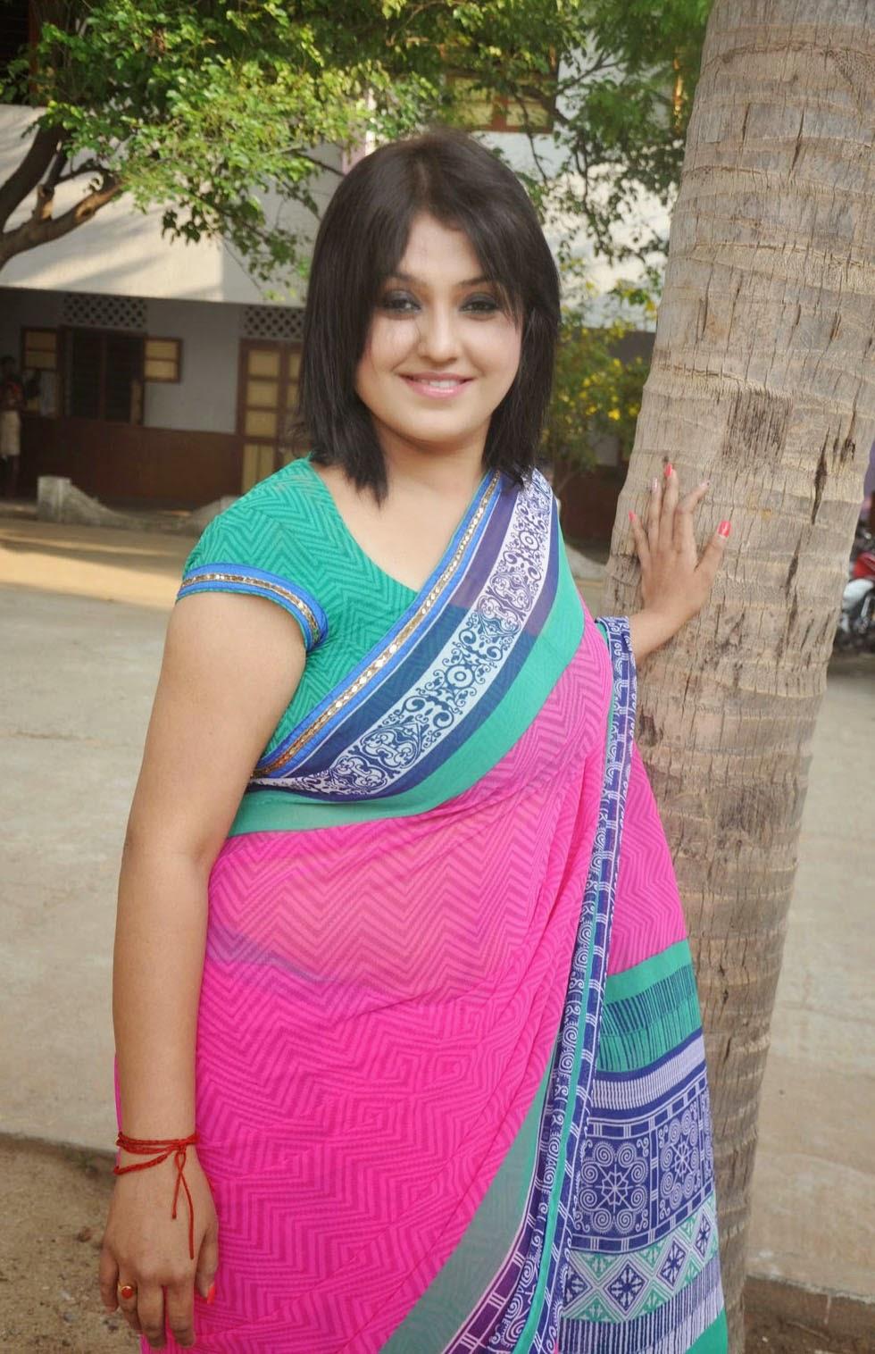 Sona Aunty Hot In Saree
