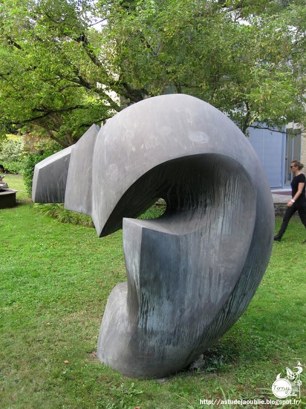 Meudon Bellevue - Maison / Atelier d'André Bloc  Conception et plastique: André Bloc  Collaborateurs: Margaret Tallet, Walter Munz et René Montant  Construction:  1949 - 1952  Sculptures: André Bloc  Peinture: Antoine Fasani