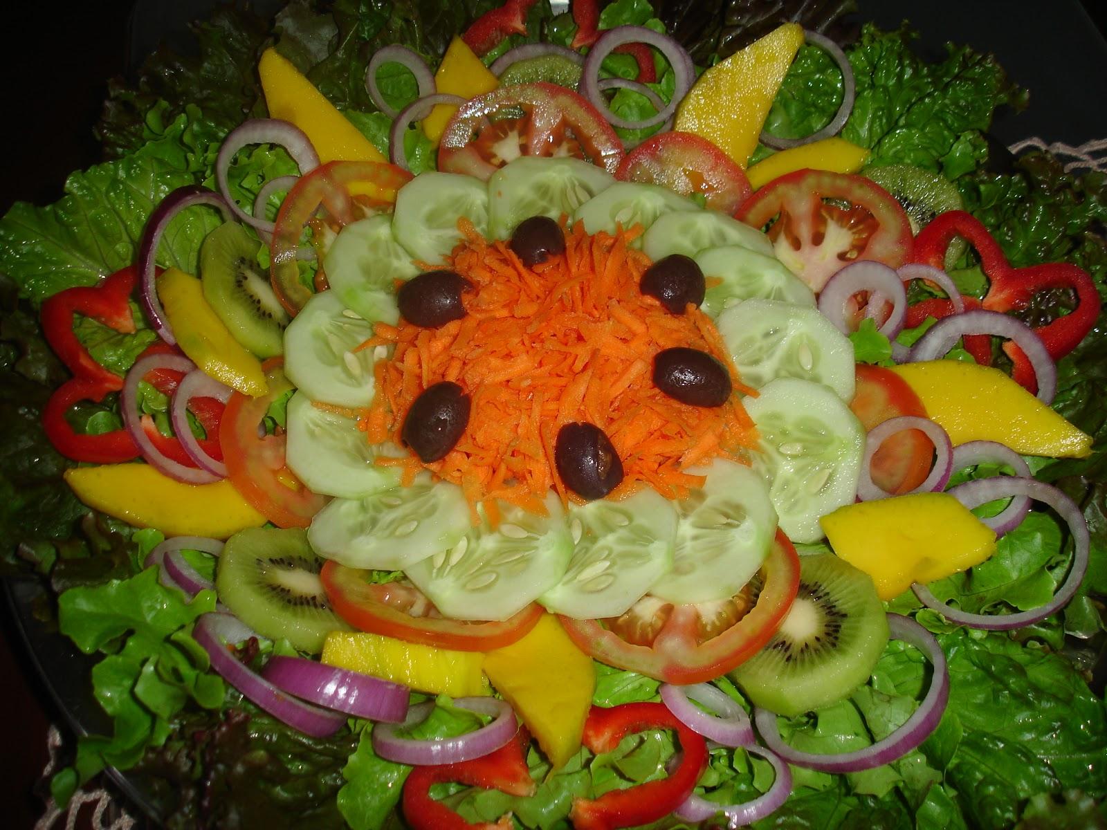 quem disse que uma salada, completamente light, precisa ser sem