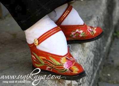 sepatu, sepatu terunik, sepatu teraneh, sepatu unik, sepatu aneh, sepatu langka, sepatu unik di dunia