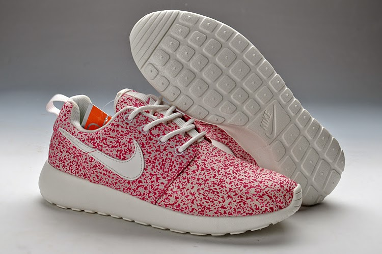 Factory Outlets Wear Resistance Nike Roshe Run Women Black White