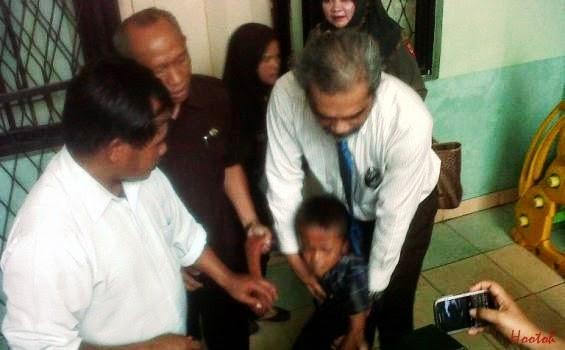 Kanak-kanak 8 Tahun Hisap Rokok Timbulkan Kekecohan