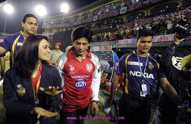  Shahrukh Khan &amp; Preity Zinta at PCa Mohali -  Shahrukh Khan &amp; Preity Zinta at IPL Game in Mohali