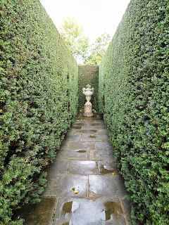Garden design at Sissinghurst Castle: hedge and garden room, focal point