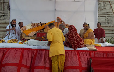 SHREE JAGAD GURU AT DHARMA SABHA MANCH-SURAT