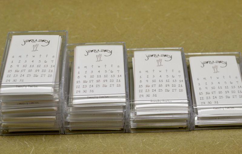 Diy Mini Desk Calendar : I can totally make that mini desk calendar