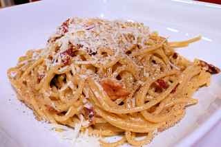 Spaghetti Filippo La Mantia, ricetta Benedetta Parodi, frigo vuoto, pomodorini, capperi, arancia