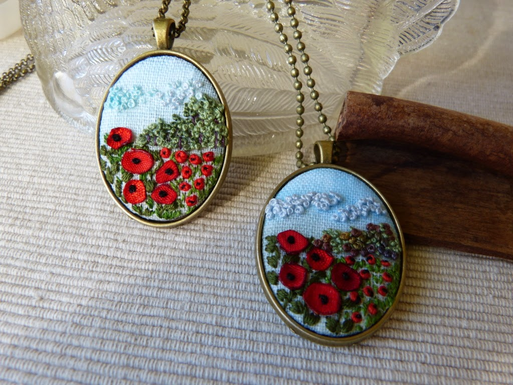 haftowana biżuteria, handmade jewerly, ebbroidered jewerly, naszyjnik z haftem, embroidered pendant, embroidered necklace, haft 3D, french knots, maki haft