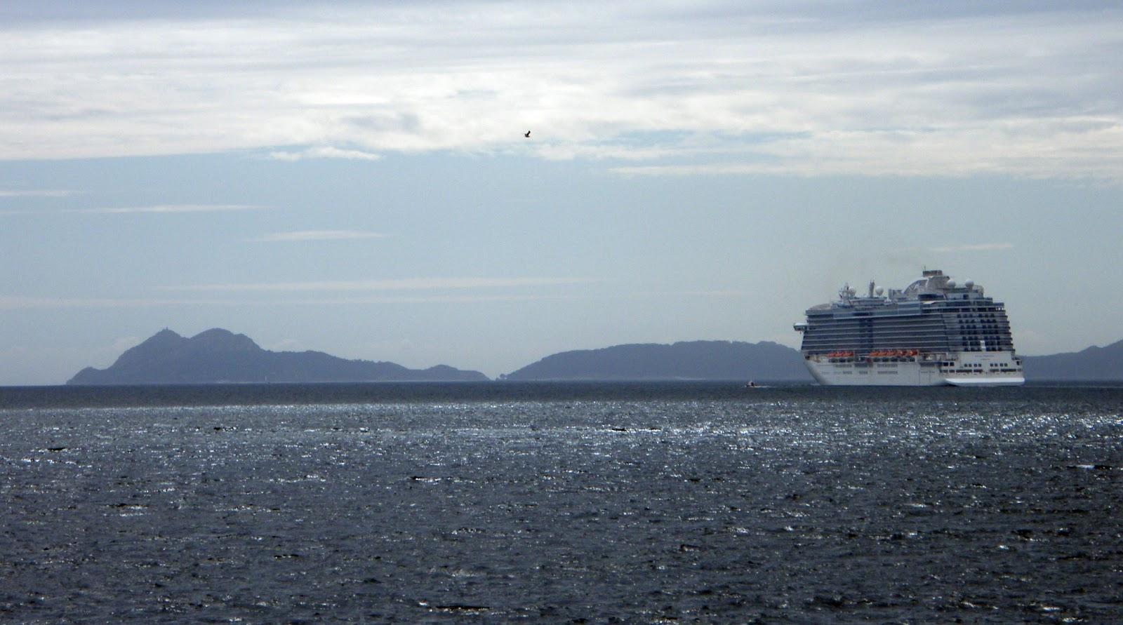 Crucero en barco con fondo de cristal a 3 islas