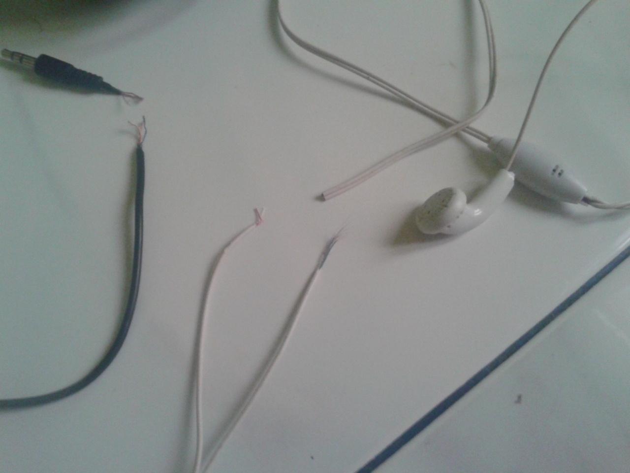 Cara Memperbaiki Headset Earphone Yang Rusak All The Town Co