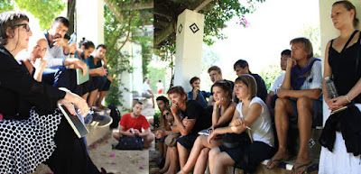 EAD | ASG 2011-09-24_WS6 Sevilla Lecture | Master Talk, Photo: Sebastian Seyfarth, Class-01  Director of ASG V.Prof. Dr.-Ing. Dagmar Jäger and students of Class-01clarify the topics  and rules of Master's Thesis in the park of 'Mari Luisa', the centre of Seville.