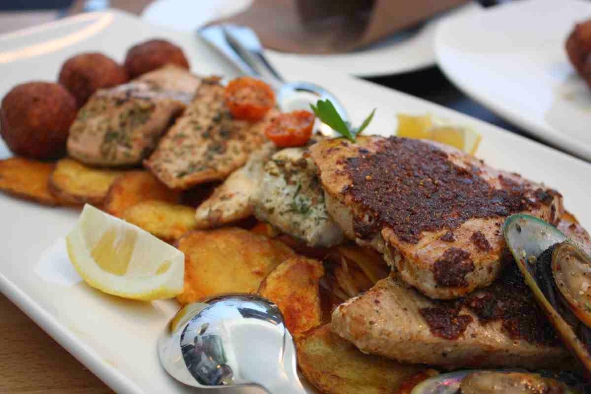 Gebratene Fischsorten auf Bratkartoffeln - Köstlich!