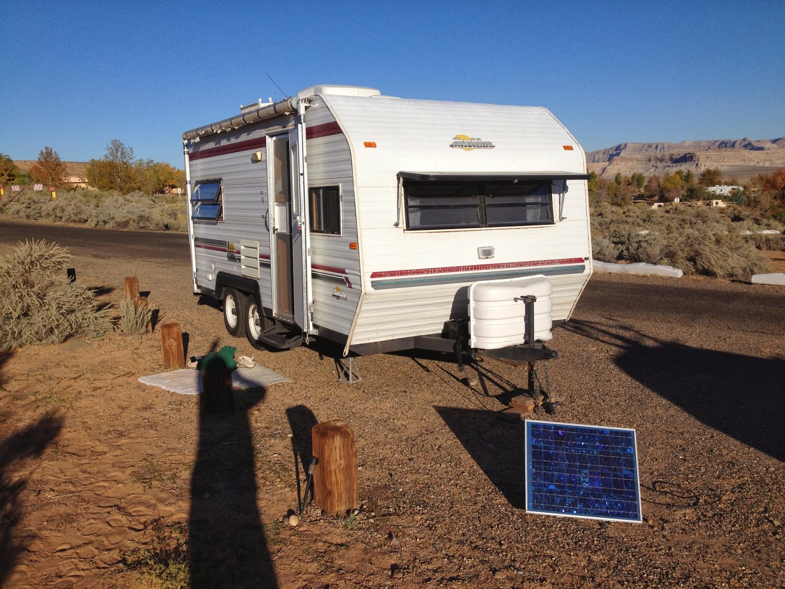 travel trailer with solar panel hooked up to trickle charge