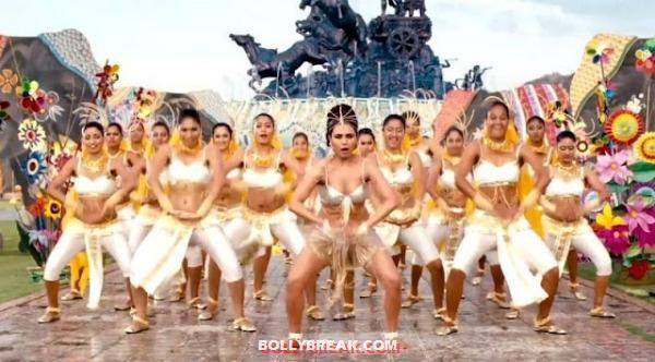 , Rani Mukherjee Aiyya Song Very Hot Stills