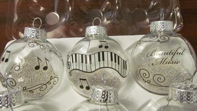 http://www.lifewithamberlyandjoe.com/2013/12/simple-diy-music-ornaments.html#.UqmhquLoyCU
