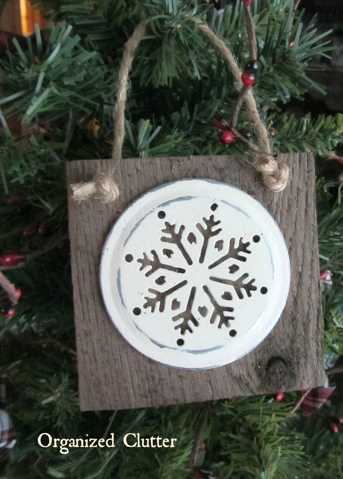 Barn Wood Snowflake Ornaments www.organizedclutterqueen.blogspot.com