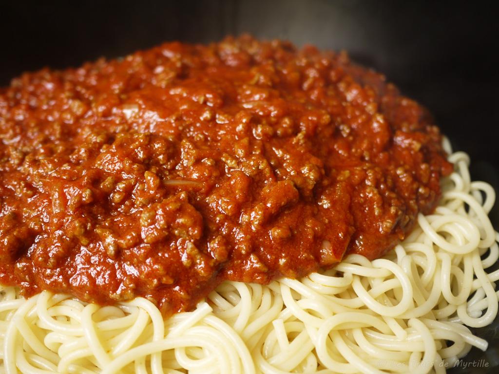 Spaghettis à la bolognaise express (voir la recette)