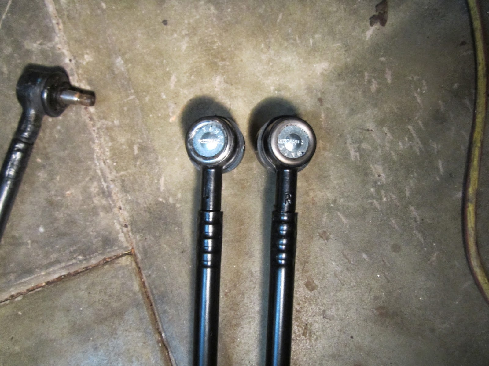 Left (L) and (R) tie rod Volvo 122S