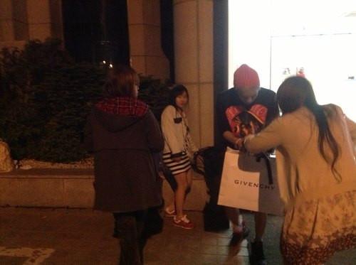 SHINee's Jonghyun in front of SM building 130514_3