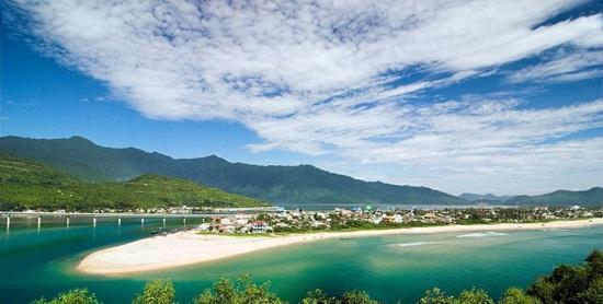 Bãi biển Lăng Cô - Các bãi biển đẹp tại Việt Nam