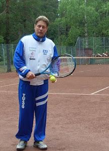 Tennisopetus sydämen asiana nuorille ja aikuisille