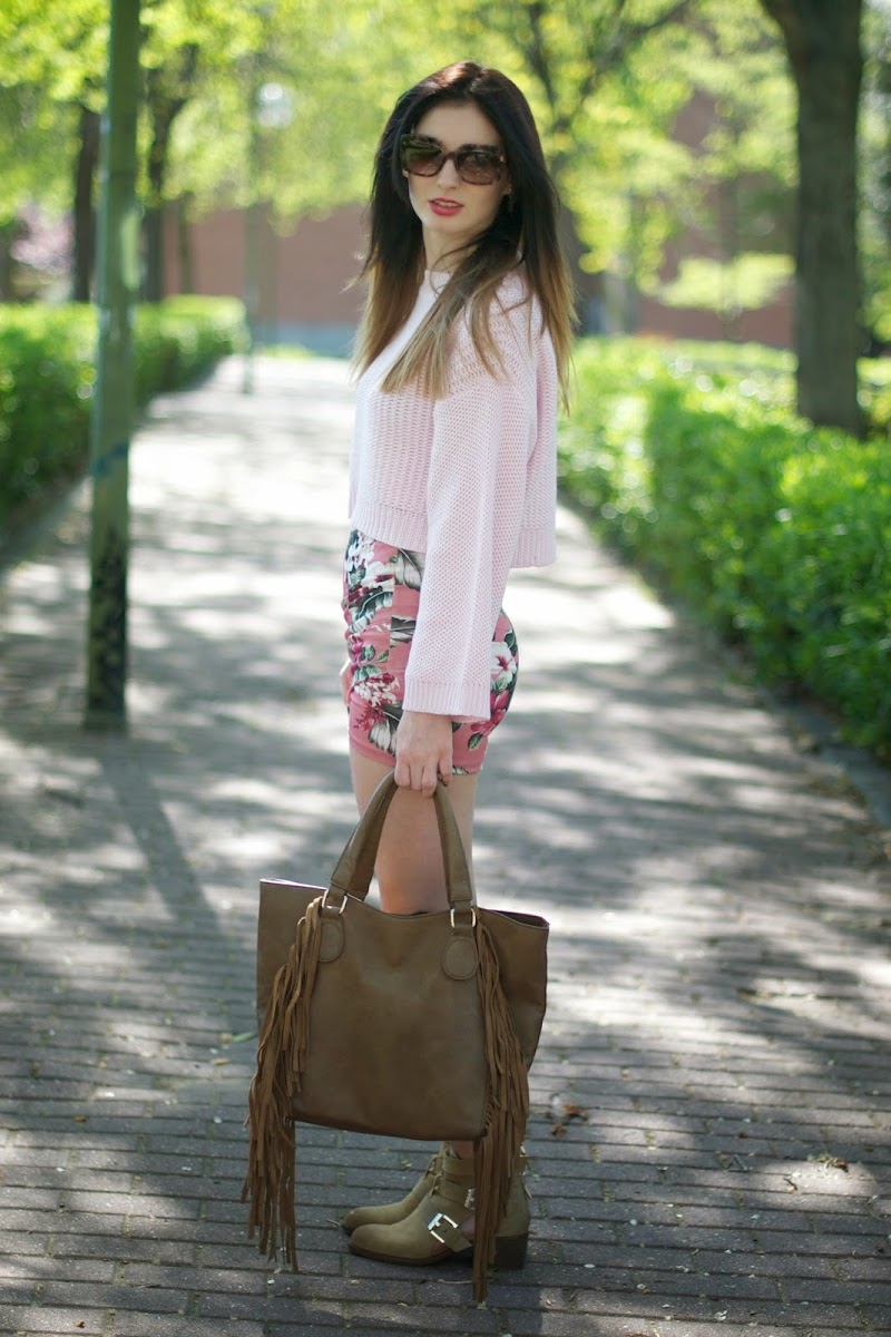 FALDA FLORES ZARA, FLOWER SKIRT, CROP TOP ZARA, JERSEY CROP ZARA, CUT OUT ZARA, BOLSO FLECOS