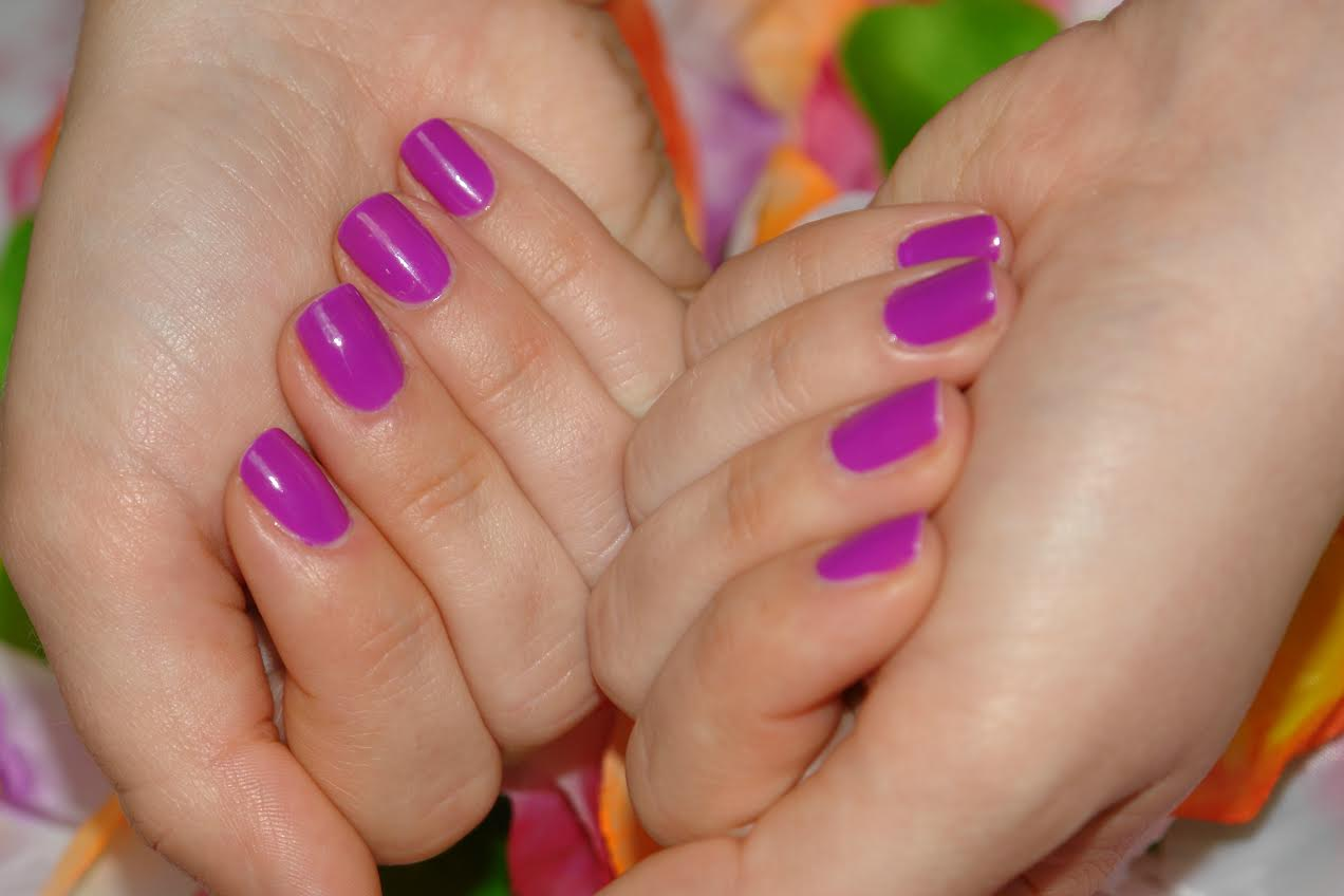 NAILS: Essie dj play that song, nail polish, nails, NOTD, Essie, swatches, beauty blog, UK top blogger,