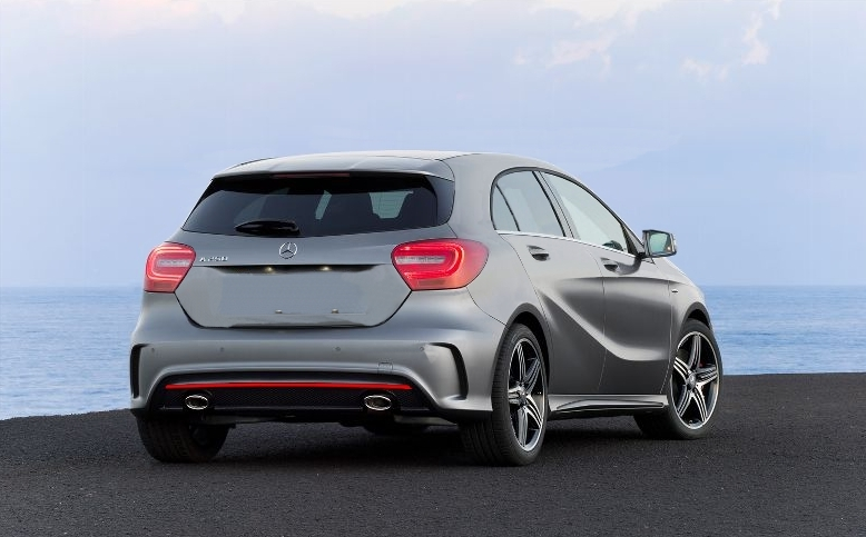 Mercedes benz mercedes benz a 250 sport modelo 2013 for Mercedes benz modelos