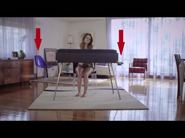Sandy Leah na sala de estar - clipe Escolho você
