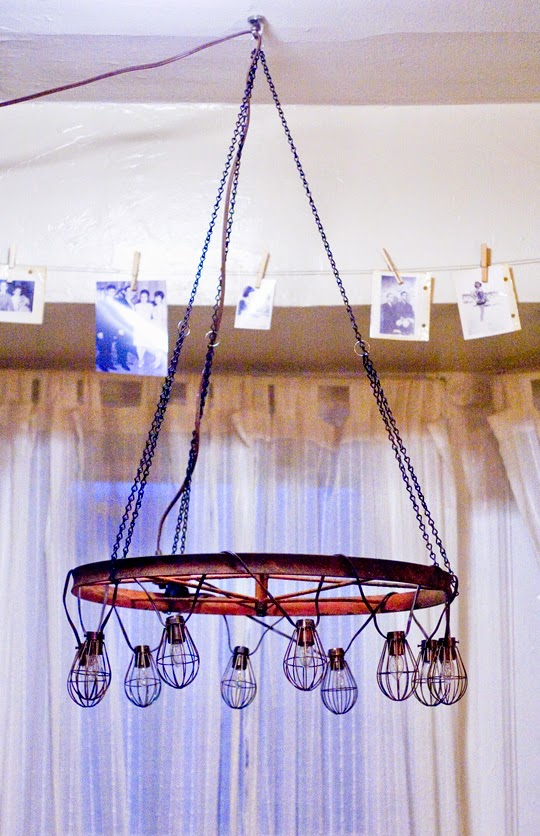 apartmunt diy wagon wheel chandelier