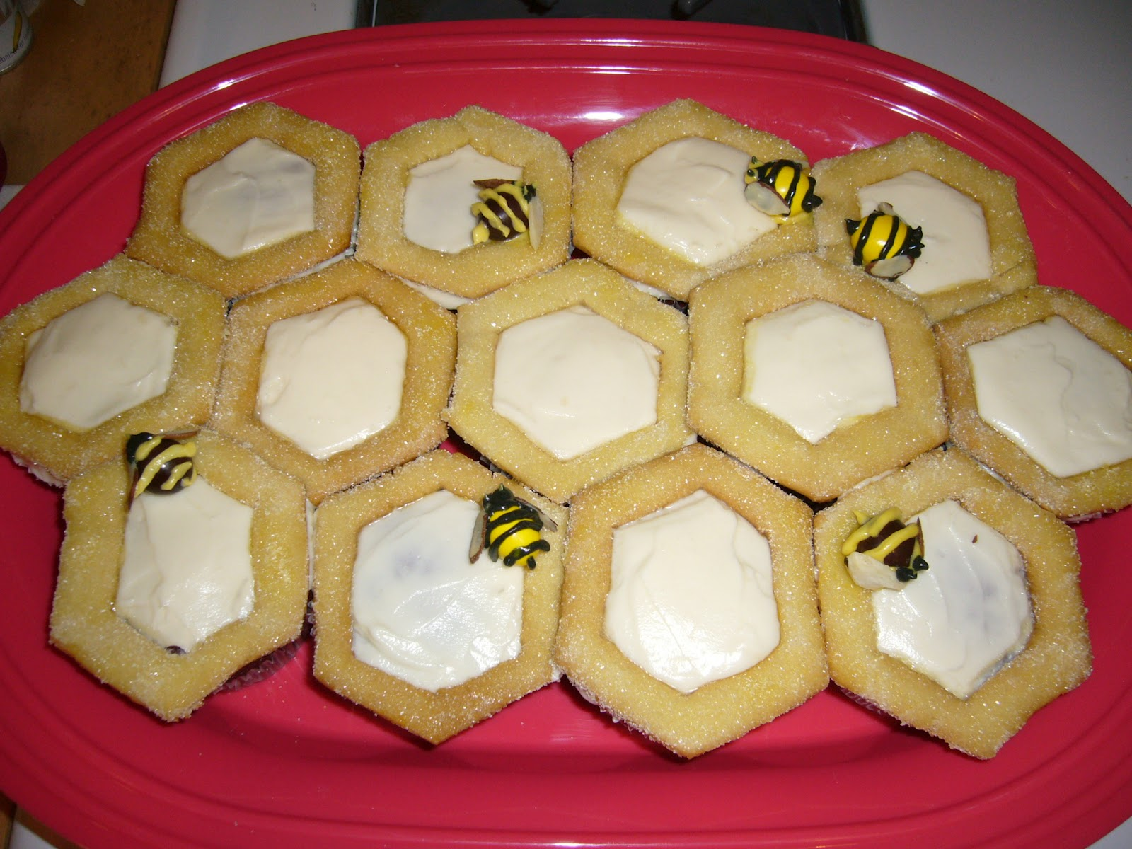 two bees creations blog honeycomb u0026 bumble bee cupcakes