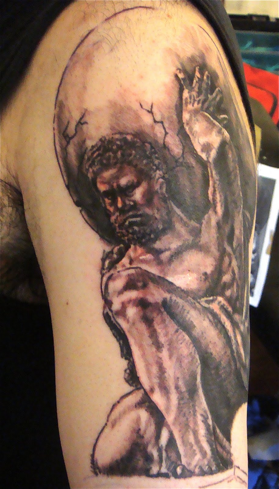 Submundo tattoos body piercing atlas work in progress for Weightlifting tattoo designs