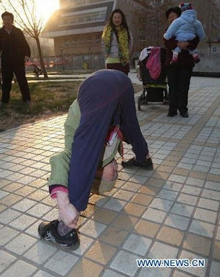 Zhao%2BYufan%2B%25283%2529 - Physically fit 82-year-old grandma - Weird and Extreme
