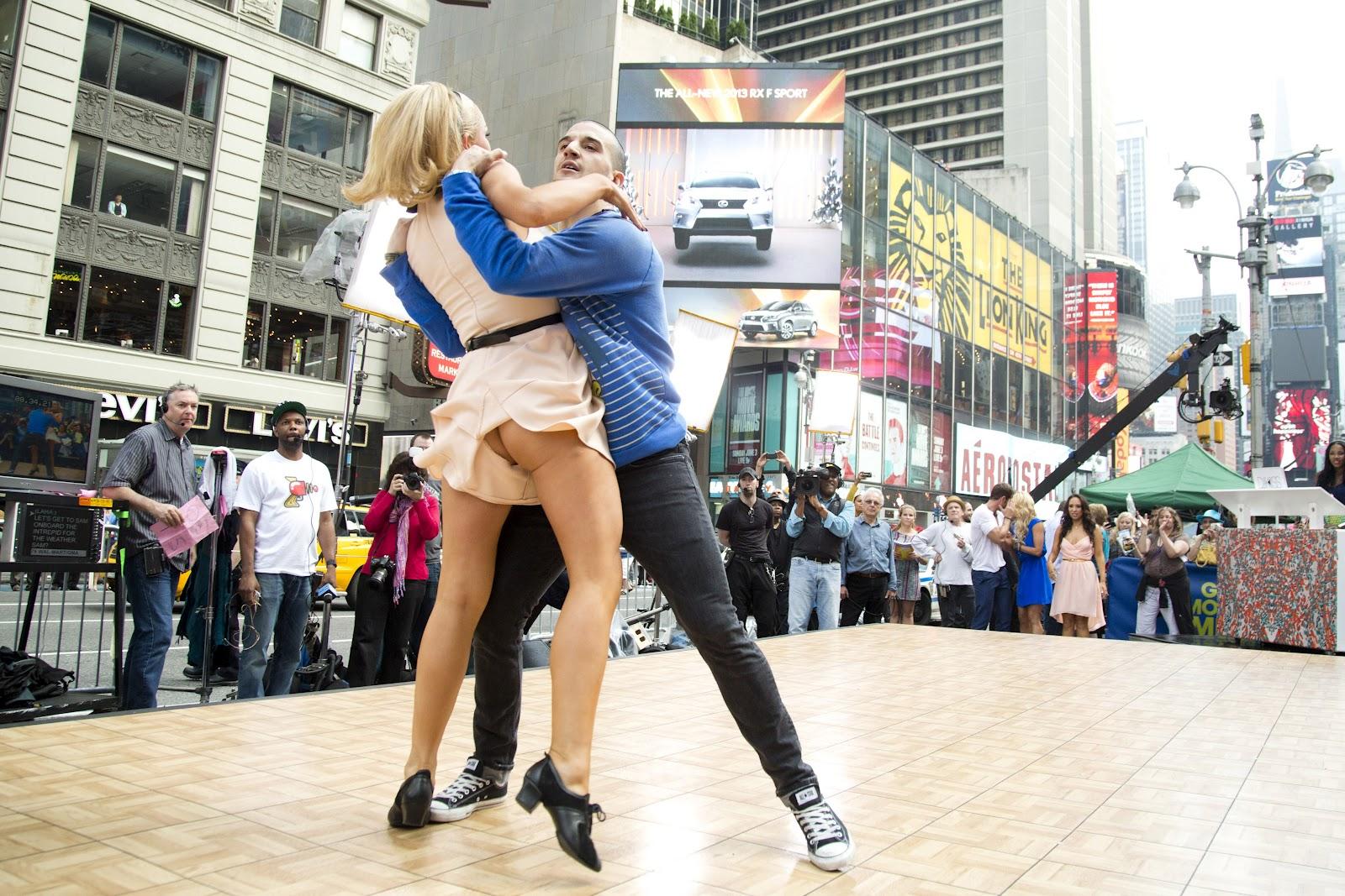 Тёлки на танцах, Порно танцы видео HD бесплатно гиг порно 2 фотография