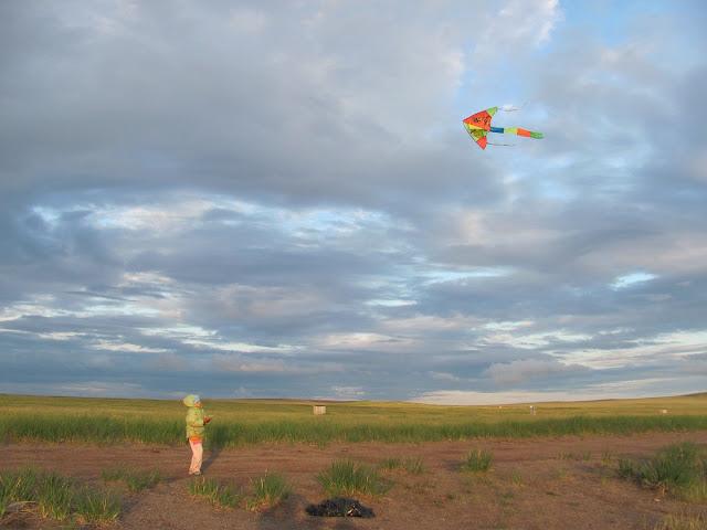 Настя и воздушный змей в Хакасии