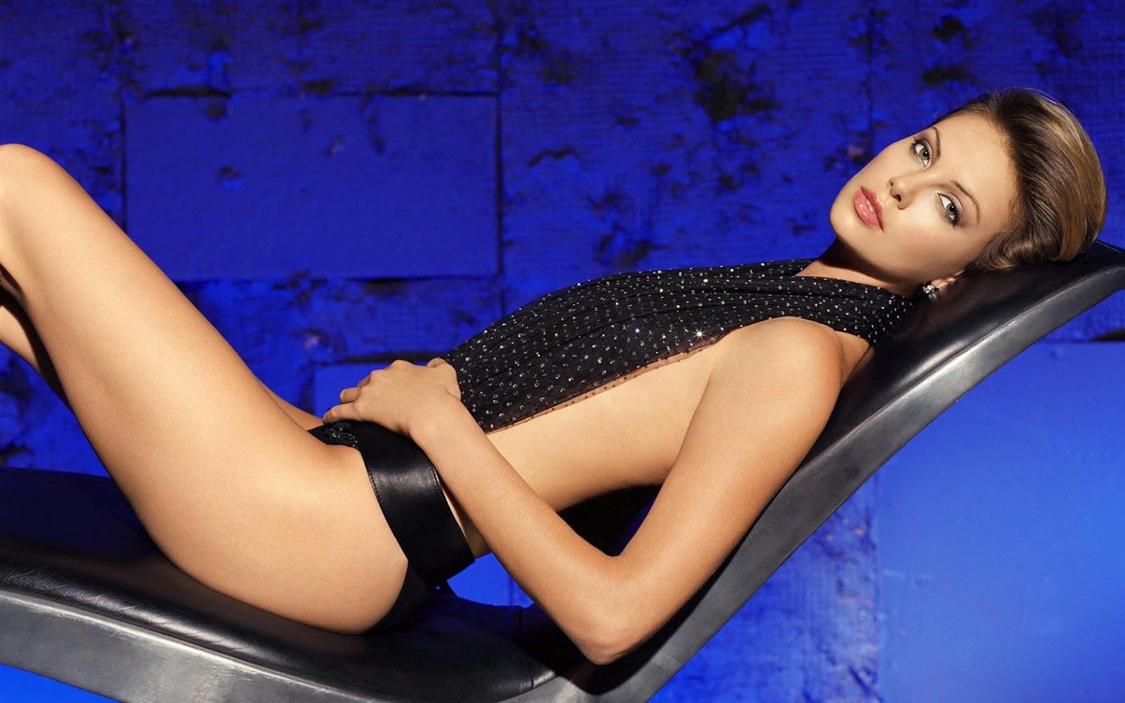http://3.bp.blogspot.com/-biwA-gtL-ng/UAGeasK4tDI/AAAAAAAABDM/3HpIDf2Xn04/s1600/Charlize-Theron-Sexy-Wallpapers-5.jpg
