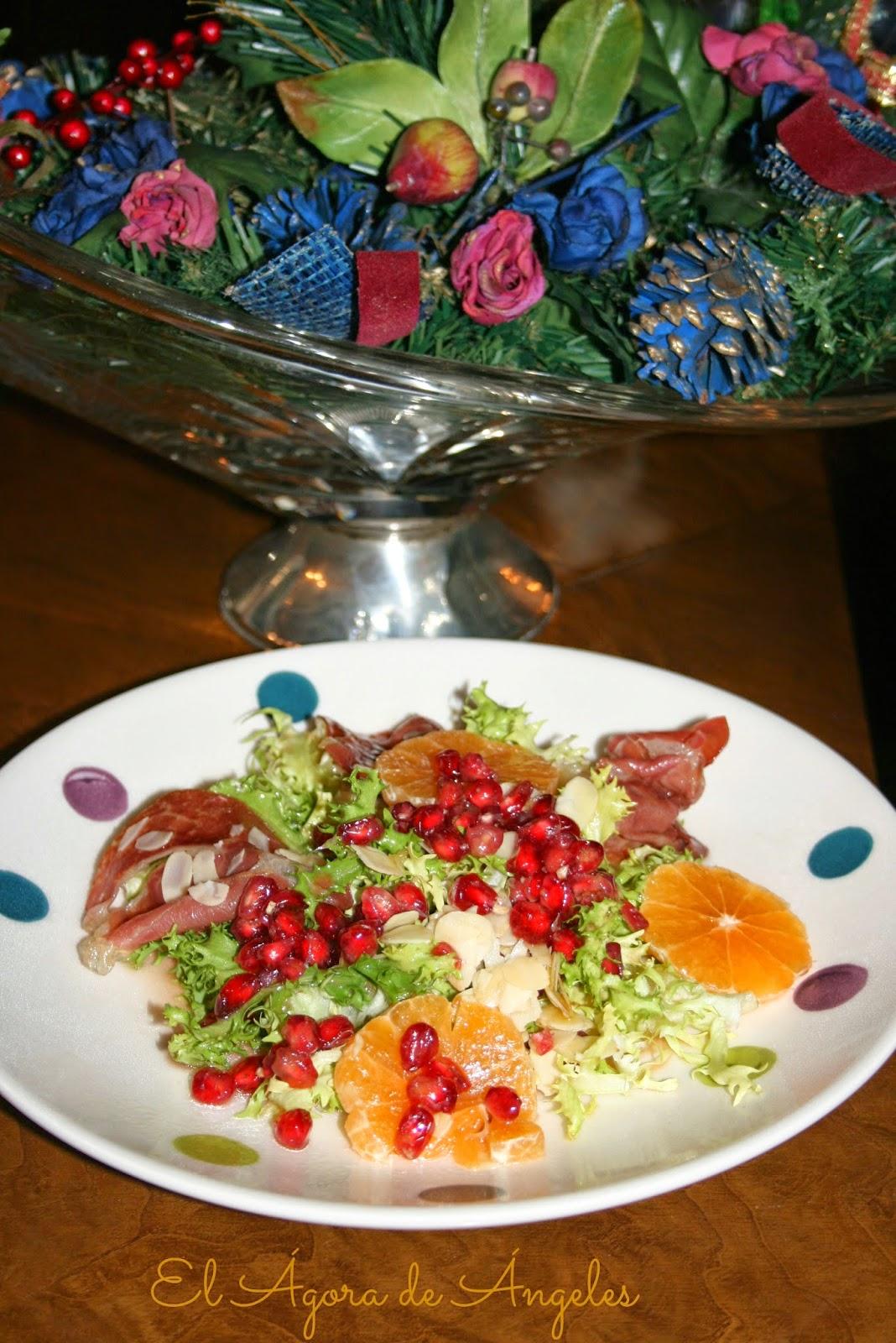 ensalada templada, jamón crujiente,frutas