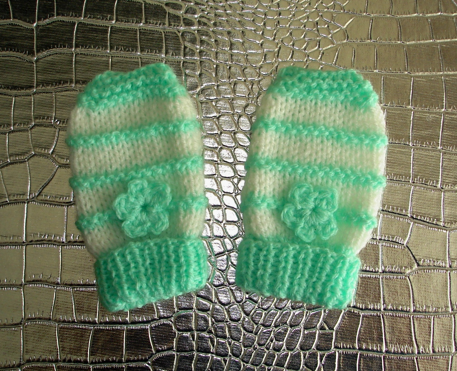 Knitting Pattern Easy Baby Mittens : mariannas lazy daisy days: Garter Stitch Ridge Baby Mittens