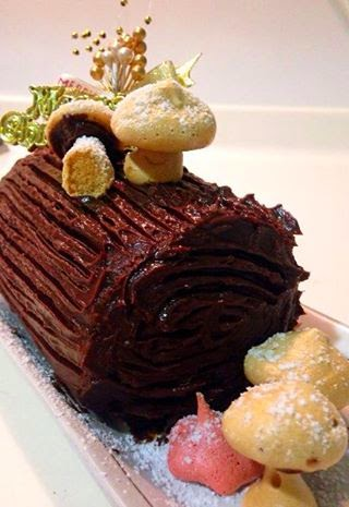 Singapore Home Cooks: Chocolate Swiss roll with chocolate rum granach ...