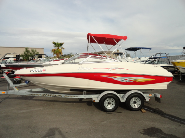 2004 Rinker 192 Captiva Bowrider! Super clean, low hour boat!