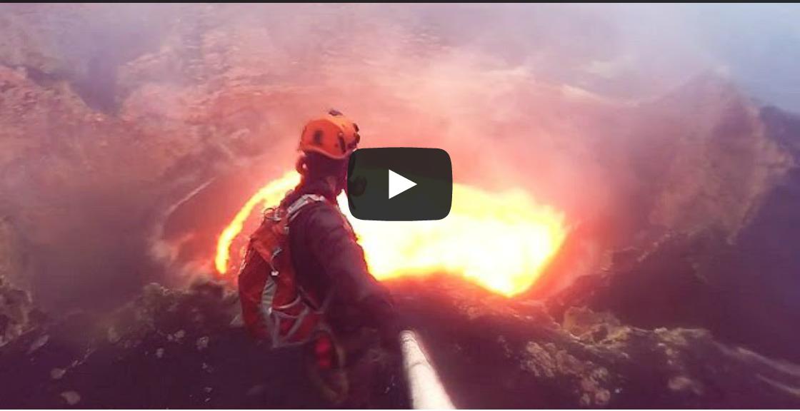 VIDEO MESTI TENGOK Lelaki Ini Cukup Berani Berselfie Di Gunung Berapi