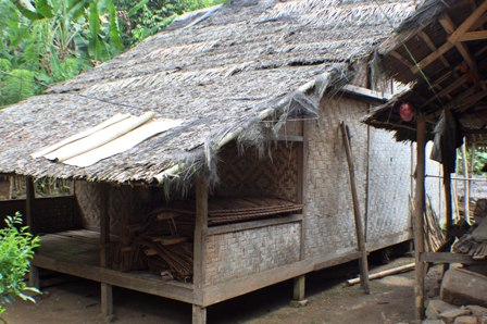 Download this Rumah Keluarga Suku Baduy Luar picture