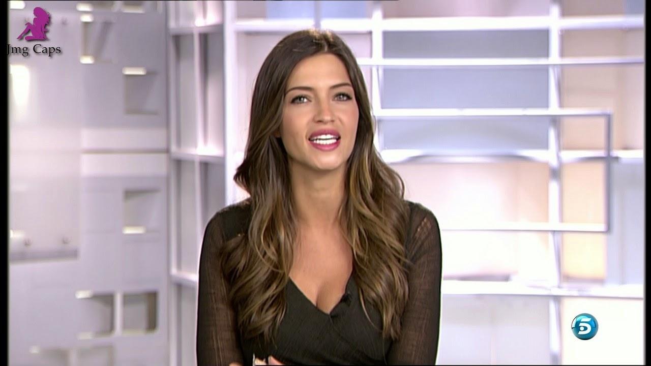 SARA CARBONERO, INFORMATIVOS TELECINCO (19.11.14)