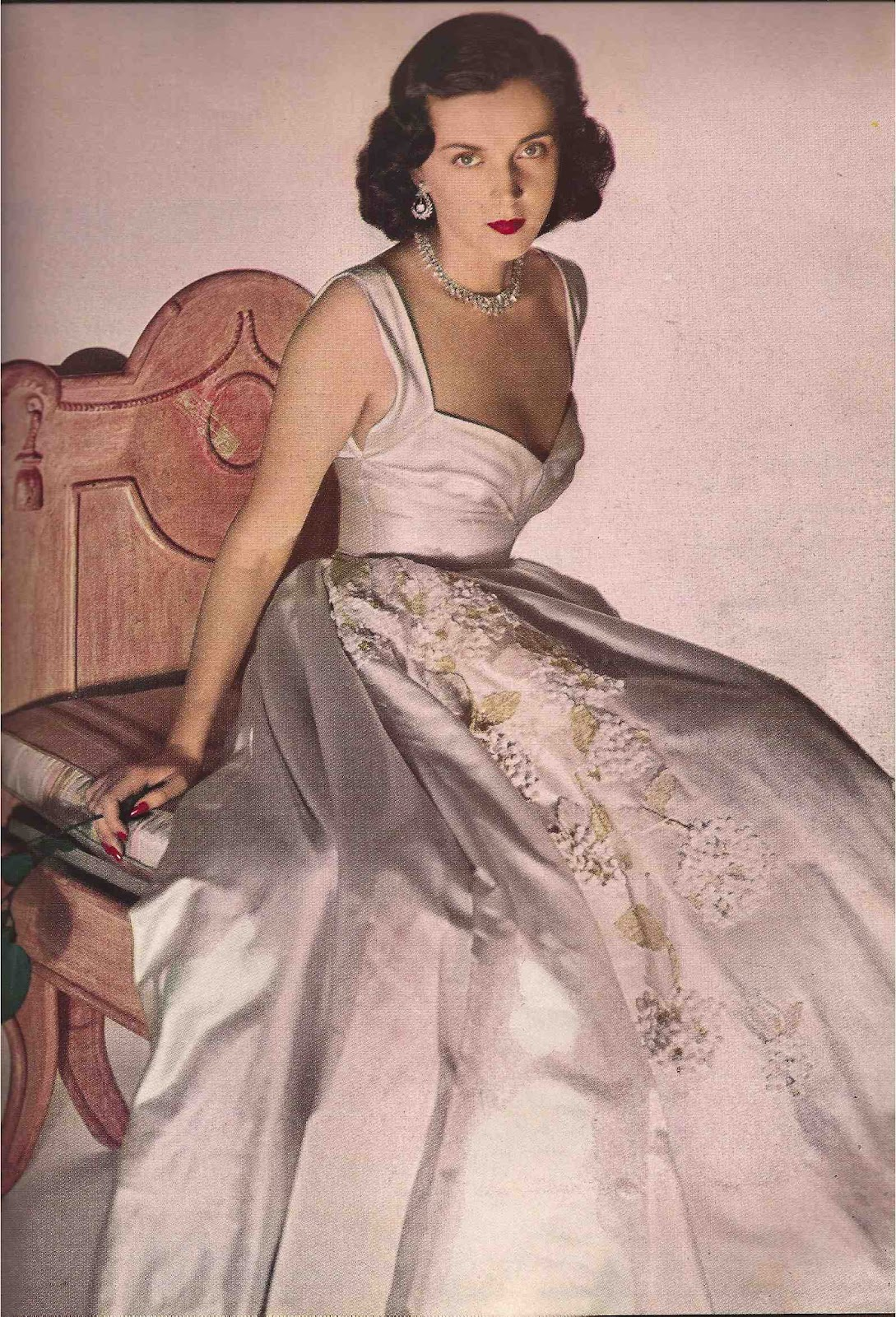 http://3.bp.blogspot.com/-bjyhdq3BkXA/T87ctTnVM6I/AAAAAAAAGcQ/zDkx6Sm4gSg/s1600/Harper\'s+Bazaar+October+1948.jpg